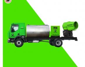 Camião cisterna com canhão nebulizador